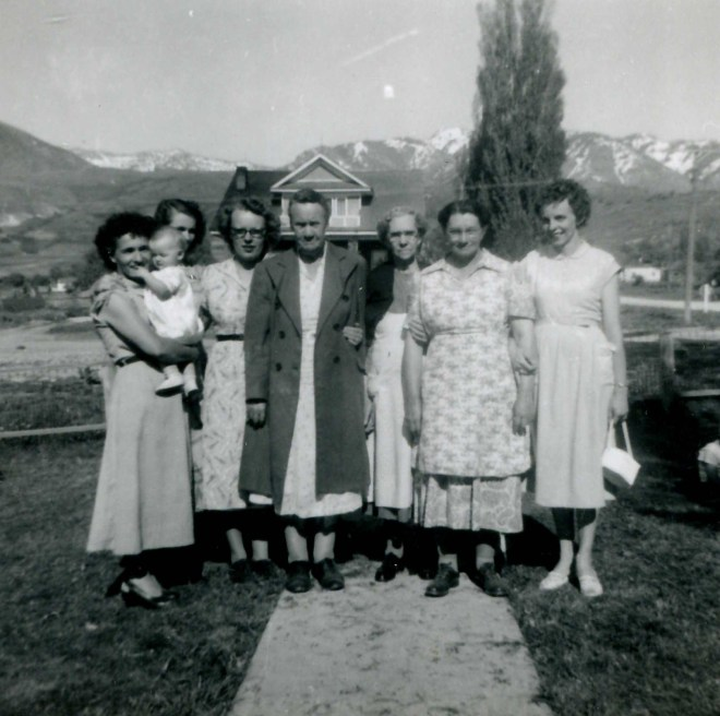 Mary (holding Joy), Shirley, Doreen, Unknown, Martha, Edna, Gloria