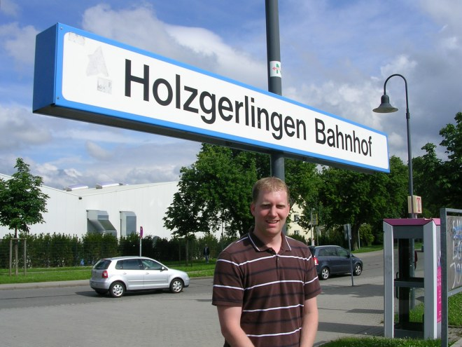 The train platform at Holzgerlingen
